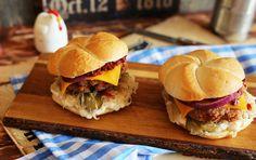 Nagyon retró fasírtos szendvics • Fördős Zé Magazin Hamburger, Food And Drink, Favorite Recipes, Chicken, Cooking, Ethnic Recipes, Kitchen, Kitchens, Burgers