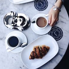 Coffee + good conversation, perfect way to start the day. Happy Monday Everyone! #morningbrew #goodmorning