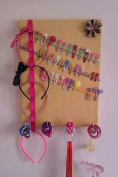 Accessories holder Headband/clip holder to DIY Headband/clip holder to DIY Organizing Hair Accessories, Baby Hair Accessories, Diy For Kids, Crafts For Kids, Hair Clip Organizer, Diys, Diy Y Manualidades, Diy And Crafts, Barn