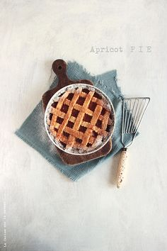 keep the taste of summer with this delicious apricot pie. Cooking Photos, Cooking Tips, Cooking Recipes, Cooking Food, Food Food, Tart Recipes, Sweet Recipes, Apricot Pie, Crispy Smashed Potatoes