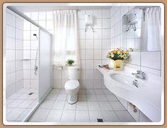 宜蘭民宿 水雲山莊 Our lovely bathroom with instant hot water! :)