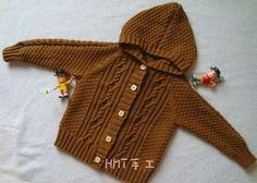 Вязаная курточка с капюшоном для мальчика