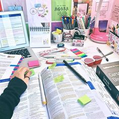 P I N T E R E S T : ☻ ⠀⠀⠀⠀⠀⠀⠀⠀⠀⠀⠀⠀⠀⠀⠀⠀⠀goals + study motivation + studying + neat handwriting + notes + pretty + tips Study Room Decor, Study Rooms, Study Space, Study Desk, Study Areas, Post Bac, Study Corner, Study Pictures, Study Organization