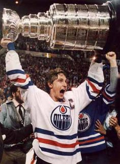 Wayne Gretzky - Edmonton Oilers. One of the all time greatest hockey players. Such talent. Love him!