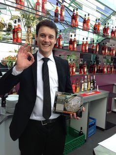 iPad Kassesystem GASTROFIX in Terrassen Restaurant in Zürich mit mobilen Kassen iPadMini Ipad, Suit Jacket, Breast, Suits, Jackets, Fashion, Fine Dining, Cash Register, Porches