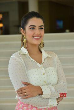 Actress Kavya Thapar Stills From Ee Maya Peremito Movie First Look Teaser Launch - Social News XYZ Beautiful Girl Image, Beautiful Gorgeous, Beautiful Saree, Beautiful Indian Actress, Beautiful Actresses, Beautiful Women, Angels Beauty, Indian Face, Beauty Shots