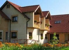 Pensiunea Lunca Sibielului Sibiel Cabin, Mansions, House Styles, Home Decor, Decoration Home, Room Decor, Fancy Houses, Cottage, Mansion