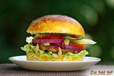 Ezt fald fel!: Házi készítésű hamburger - hamburger házilag Hamburger, Naan, Pizza, Chicken, Ethnic Recipes, Food, Essen, Burgers, Meals