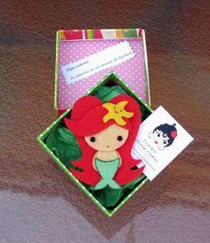 muñeca Disney Ornaments, Felt Ornaments, Kawaii Felt, Felt Keychain, Felt Books, Quiet Books, Handmade Hair Bows, Disney Crafts, Pretty Dolls