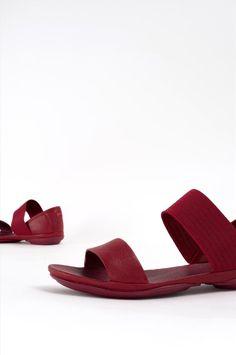 Γυναικεία δερμάτινα σανδάλια της εταιρείας Camper. Διαθέτουν μαλακό αφρώδες πάτο και αντικραδασμική σόλα, προσφέροντας άνεση όλη τη διάρκεια της ημέρας. Heeled Mules, Heels, Fashion, Heel, Moda, Fashion Styles, High Heel, Fashion Illustrations, Stiletto Heels