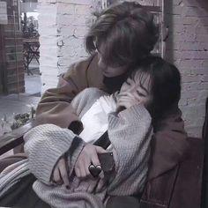 Asian couple 💙 discovered by Larissa Cristina Couple Ulzzang, Ulzzang Korean Girl, Cute Relationship Goals, Cute Relationships, Cute Couples Goals, Couple Goals, Parejas Goals Tumblr, Couple Aesthetic, Korean Couple