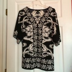 Great condition dolman sleeve top wH/Bm top dolman sleeve thick banded waste.  Only worn a handful if times plenty of life in this top left!   Xs White House Black Market Tops