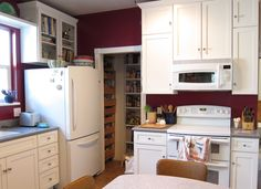 these tall kitchen cabinets with glass doors are adorable! loving