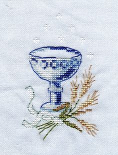 grille broderie gratuite communion Cross Stitching, Cross Stitch Embroidery, Cross Stitch Patterns, First Communion, Kirchen, Crochet, Home Crafts, Projects To Try, Christian
