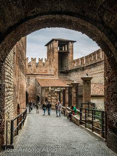 Verona Italy, Louvre, Explore, Building, Places, Travel, Italia, Fotografia, Viajes