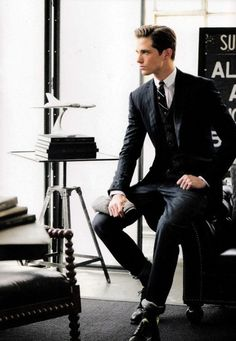 Looking sharp in dark jean-suit / men fashion business outfit, business Sharp Dressed Man, Well Dressed Men, Mens Fashion Suits, Mens Suits, Suit Men, Fashion Fashion, Fashion Sale, Fashion Outlet, Guys In Suits