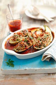 Zucchini mit Hackfleischfüllung   http://eatsmarter.de/rezepte/zucchini-mit-hackfleischfuellung-2