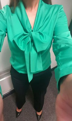 5'2 customer Zarah wearing her Jeetly Freda blouse and Chelsea trousers. Find it on Jeetly.com
