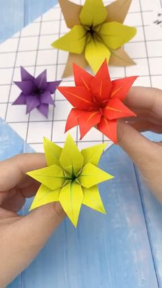 Paper Flowers Craft, Diy Crafts For Gifts, Paper Crafts For Kids, Diy Arts And Crafts, Flower Crafts, Creative Crafts, Instruções Origami, Paper Crafts Origami, Origami Design