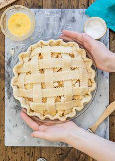 How to Make a Lattice Pie Crust Pie Crust Uses, Homemade Pie Crusts, Pie Recipes, Cookie Recipes, Lattice Pie Crust, Apple Slab Pie, Good Pie, Pie Tops, Easy Pie