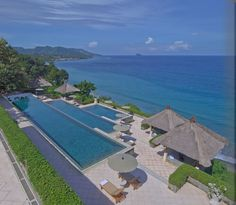 Bali Luxury Resort Photo Album and Hotel Images - Amankila - picture tour