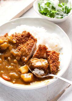 Katsu Curry Recipes, Chicken Katsu Curry, Japanese Chicken Curry, Chicken Cutlet Curry Recipe, Recipe Tin, Japanese Dishes, Japanese Food Recipes, Chicken Cutlets, Pork Cutlets