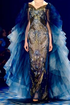 Marchesa Spring 2017 New York Fashion Week Style Haute Couture, Couture Fashion, Runway Fashion, Fashion Show, Fashion Design, Couture Details, Women's Fashion, Fashion Weeks, Fashion Spring