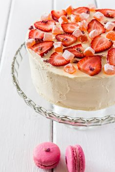 Strawberry and pink tres leches cake recipe - Cakes - # pastel # pastel . Strawberry and pink tres leches cake recipe - Cakes - # pastel # pastel . Strawberry Roses, Strawberry Desserts, Summer Desserts, Cupcake Recipes, Cupcake Cakes, Drink Recipes, Tres Leches Cake, My Dessert, Sweet Tarts