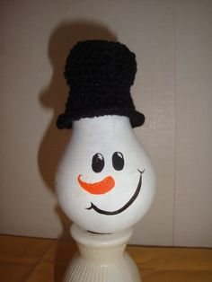 sneeuwpop-koppie, beschilderde gloeilamp en katoen