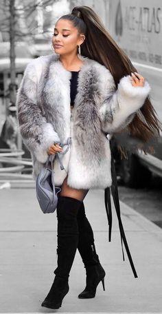 Ariana Grande Photoshoot, Ariana Grande Cute, Ariana Grande Pictures, Ariana Grande Outfits Casual, Fur Fashion, Winter Fashion, Fashion Outfits, Elegantes Outfit Frau, Ariana Grande Background