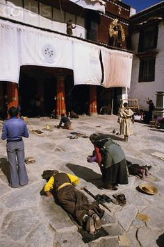 Tibetans prostrating at Jokhang Temple