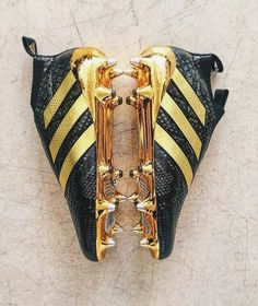 The new Paul Pogba boots gold and black Cool Football Boots, Soccer Boots, Football Shoes, Football Cleats, Football Trainers, Soccer Gear, Nike Soccer, Soccer Tips, Soccer Workouts