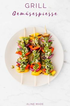 Eat the rainbow! Theses grilled vegetable skewers with homemade vegan herb butter is the perfect recipe for the summer! Easy, healthy, delicious, and vegan! Grilled Vegetable Marinade, Best Grilled Vegetables, Vegan Recipes Easy, Veggie Recipes, Dinner Recipes, Raw Sweet Potato, Veggie Skewers, Veggie Sandwich, Herb Butter