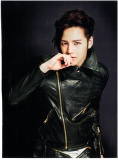 Oh the leather...I'm dead... <3