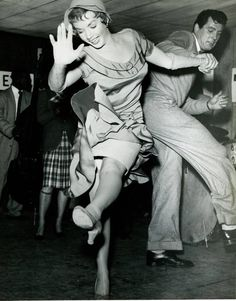 Actors Piper Laurie & Rock Hudson hit the dance floor for the Jitterbug Just Dance, Dance Like No One Is Watching, Shall We Dance, Piper Laurie, Lindy Hop, Swing Dancing, Ballroom Dancing, Old Hollywood, Classic Hollywood