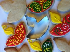 Absolutely exclusif Diwali Diya cookie cutter by TwoDotts on Etsy- bake and deco. Diwali Food, Diwali Diya, Diwali Party, Diwali Craft, Diwali Celebration, Diwali 2013, Hindu Festival Of Lights, Diwali Lamps, Diy Diwali Decorations