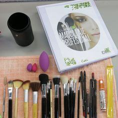 Brochas & Kit de Maquillaje www.idip.com.mx #brochas #maquillaje #makeup #color #pestañas #bobbibrown #nars #cosmetics #kit #beauty #fashion #glamour #IDIP