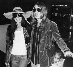 1976 - with Gregg Allman and Chaz Bono, same year her divorce from Bono became final, Cher married Gregg Allman. Before parting, they had a son, Elijah Blue Allman. Celebrity Skin, Celebrity Couples, Chaz Bono, Cher Photos, Snap Out Of It, Allman Brothers, Famous Stars, Bohemian Beach, Old Love