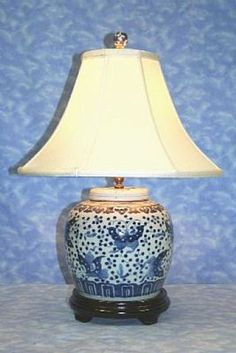 The Enchanted Home: 30 MORE reasons why blue and white ginger jars rock! Ginger Jar Lamp, Ginger Jars, Blue And White Lamp, White Lamps, White Elegance, Enchanted Home, Beautiful Lights, Country Decor, Decor Styles
