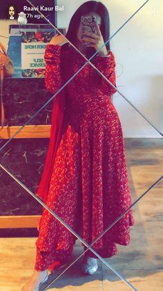 Dpz for girls Indian Fashion Dresses, Pakistani Dresses Casual, Dress Indian Style, Pakistani Dress Design, Indian Designer Outfits, Indian Outfits, Pakistani Designer Suits, Indian Clothes, Designer Party Wear Dresses