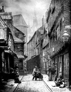Street Life in London from the Victorian Era These incredible snapshots of life… Victorian London, Vintage London, Victorian Street, Victorian Life, Old London, London 1800, Victorian History, Victorian Photos, Victorian Ladies