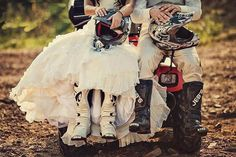 Moto Bride and Groom Motocross Wedding, Dirt Bike Wedding, Motocross Love, Motocross Couple, Motocross Girls, Motocross Gear, Wedding Fotos, Wedding Pics, Wedding Shoot