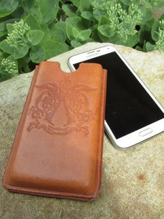 Wet Formed Leather Phone Case : 11 Steps (with Pictures) - Instructables Leather Cell Phone Cases, Diy Phone Case, Iphone Cases, Leather Tooling Patterns, Ipad, Leather Projects, Leather Crafts, Marble Iphone Case, Sewing Leather