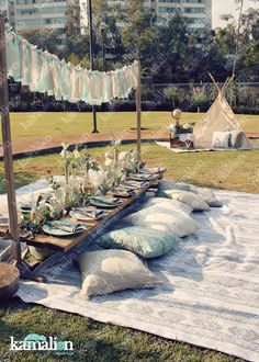 www.kamalion.com.mx - Decoración / Boho chic/ Picnic / Teepee / Baby Shower / Table setting / Menta y gris / Mint and gray / Cojines / Bohemio chic / Hanging decor / Centerpiece.