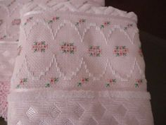 Hardanger Embroidery, Embroidery Stitches, Embroidery Designs, Swedish Weaving, Bohemian Bedroom Decor, Arts And Crafts, Diy Crafts, Heirloom Sewing, Bargello