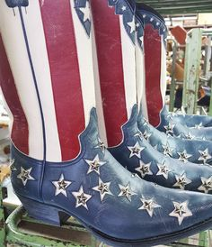Finishing manufacturing process...almost ready for you! #sendra #sendraboots #highquality #handmadeboots #madeinspain #loveboots #fashionboots #fashion #design #trend #look #awesome #amazing #authentic #picoftheday #bestoftheday #photooftheday #details #stars