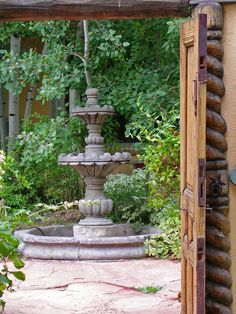 Enclosed entry courtyard photo by Jocelyn H. Chilvers -