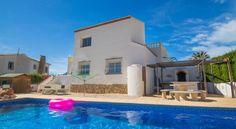Holiday Villa Laura Calpe - #VacationHomes - $127 - #Hotels #Spain #Calpe http://www.justigo.us/hotels/spain/calpe/holiday-villa-laura-calpe_25840.html
