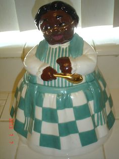 Very Hard to Find Mammy Cookie Jar made by Pearl China which has it's mark on the bottom (see pic These do not show when the lid is in place (see pics I also have the matching Cooky Jar listed. Antique Cookie Jars, American Cookie, Vintage Cookies, Vintage Kitchen Decor, Decorated Jars, Biscuit Cookies, Cute Cookies, Candy Jars, African American History