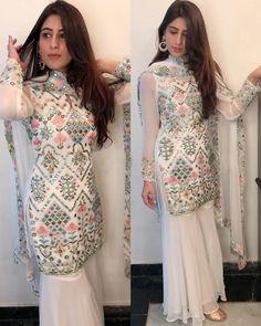 Party Wear Indian Dresses, Designer Party Wear Dresses, Indian Gowns Dresses, Indian Fashion Dresses, Dress Indian Style, Indian Designer Outfits, Indian Formal Wear, Pakistani Dresses Party, Pakistani Designer Clothes